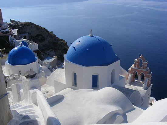 1_1241832600_blue-church-domes-in-oia.jpg